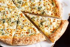 Witte Kaaspizza Stock Foto's