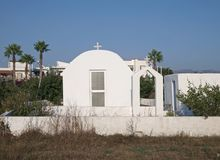Witte kapel in Eiland Kos stock afbeelding