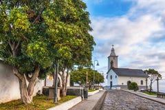 Witte kerk door cenetary Royalty-vrije Stock Afbeelding