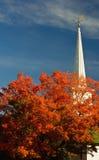Witte kerk en van de Daling kleuren. Stock Fotografie