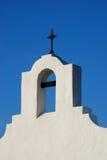 Witte kerk met kruis royalty-vrije stock foto