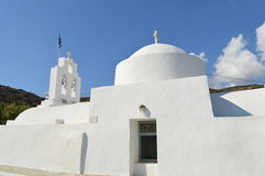 Witte kerk in Sifnos-eiland, Griekenland Stock Afbeeldingen