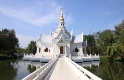 Witte kerk in Thailand Stock Foto's