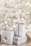 Witte Kerstboom en giften Royalty-vrije Stock Foto's