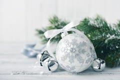 Witte Kerstmisballen Royalty-vrije Stock Afbeelding