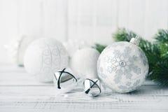 Witte Kerstmisballen Royalty-vrije Stock Fotografie