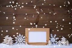 Witte Kerstmisdecoratie met Exemplaarruimte en Sneeuw, Sneeuwvlokken Stock Afbeeldingen
