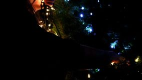 Witte Kerstmislichten op boom stock footage
