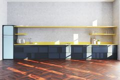 Witte keuken binnenlandse, blauwe koelkast Royalty-vrije Stock Fotografie