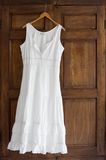 Witte Kleding op Garderobe Stock Afbeelding