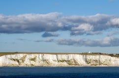 Witte Klippen van Dover en lighthous Zuid-Kaap Stock Afbeelding