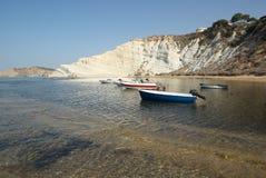 Witte Klippen van een Siciliaanse Baai Stock Afbeeldingen