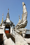 Witte Koning van Nagas-treden in Wat Pong Sanuk, Lampang Thailand Royalty-vrije Stock Afbeelding