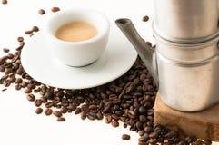 Witte kop met oude Napolitaanse koffie stock foto's
