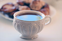 Witte kop thee met koekjes Royalty-vrije Stock Foto
