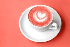 Witte kop van cappuccino met latteart. royalty-vrije stock afbeeldingen