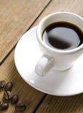 Witte kop van coffe op houten raad Stock Fotografie