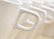 Witte koppen met handvatten Royalty-vrije Stock Fotografie