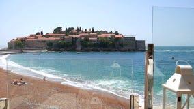 Witte lantaarn op het kuststrand in Montenegro stock footage