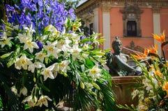 Witte lelies en irissen Royalty-vrije Stock Afbeelding