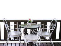 Witte lijst en stoelen in tuin Stock Afbeeldingen