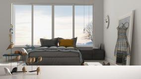 Witte lijstbovenkant of plank met minimalistic vogelornament, vogeltje knick - handigheid over vage eigentijdse slaapkamer met gr stock foto