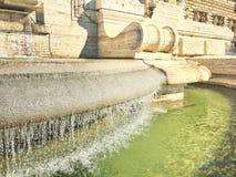 Witte marmeren fontein Stock Afbeelding