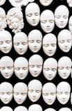 Witte maskers op een zwarte achtergrond stock fotografie