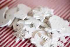 Witte met de hand gemaakte Kerstmisdecoratie Stock Fotografie