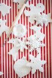 Witte met de hand gemaakte Kerstmisdecoratie Stock Afbeelding