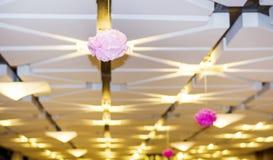 Witte moderne plafondlampen royalty-vrije stock foto's