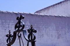 Witte muren en decoratie royalty-vrije stock afbeeldingen