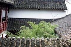 Witte muren en zwart spectrum tegel-Qingyun Stock Fotografie