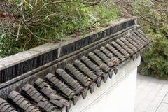 Witte muren en zwart spectrum tegel-Qingyun Stock Foto's