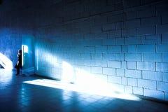 Witte muur en lichte straal Stock Afbeeldingen