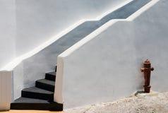 Witte muur met brandkraan Stock Foto