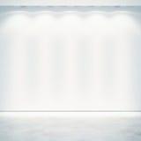 Witte muur met schijnwerpers Royalty-vrije Stock Fotografie