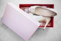 Witte Nieuwe hoog Gehielde Leerschoenen die in Doos worden ingepakt Royalty-vrije Stock Foto's