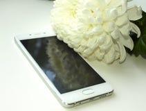 Witte nieuwe smartphone stock afbeelding