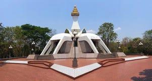Witte pagode bij de tempel van wattham Klong Pel in Nong Bua Lam Phu stock fotografie
