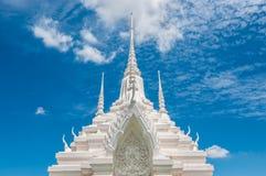 Witte pagode met blauwe hemelachtergrond Royalty-vrije Stock Fotografie