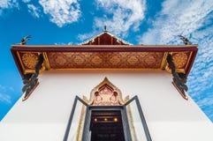 Witte pagode met blauwe hemelachtergrond Royalty-vrije Stock Foto's