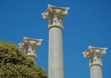 Witte Plastic kolommen tegen Stock Afbeeldingen