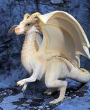 Witte plastic stuk speelgoed draak royalty-vrije stock afbeeldingen