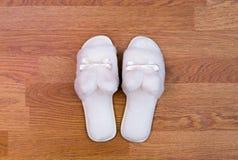 Witte pluizige pantoffels Royalty-vrije Stock Fotografie