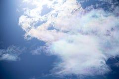 Witte pluizige wolken in de blauwe hemel Royalty-vrije Stock Afbeelding