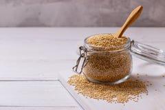 Witte quinoa zaden stock afbeelding