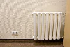 Witte radiator op de muur Stock Fotografie