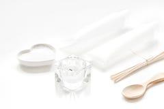 Witte reeks schoonheidsmiddelen voor kuuroord op lijstachtergrond Stock Foto