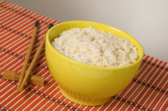 Witte rijst in kom Stock Foto's